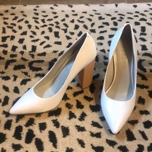 Fabulous white pumps